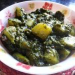 Aloo Palak - Punjabi Style Potatoes In Spinach Gravy | Palak Aloo Curry